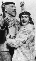 Robert Lindsay (on the right)